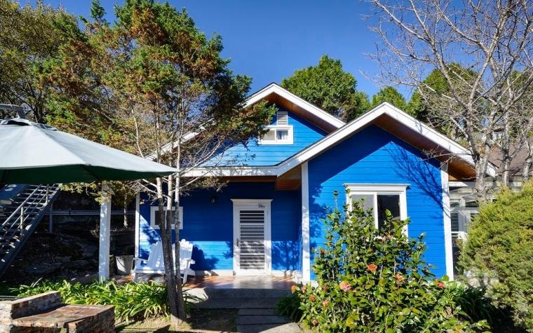 藍色景觀香杉樓中樓木屋